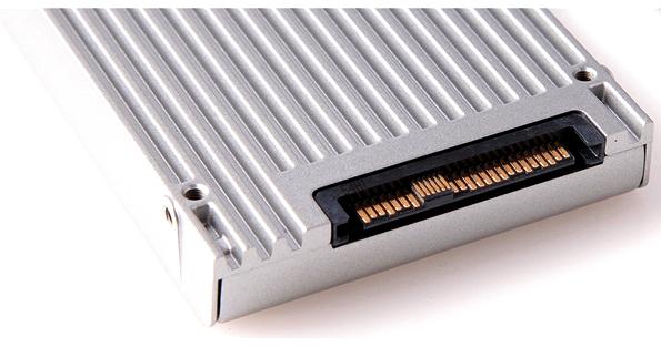 Модуль u.2 включающий в себя интерфейс х4 PCI Express с поддержкой NVMe памяти