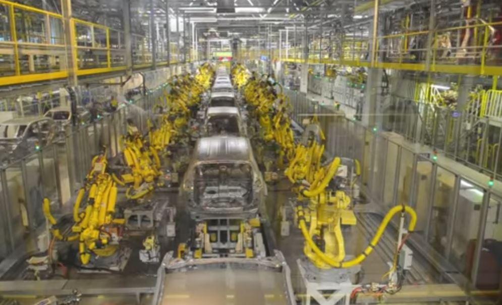Роботы вытесняют людей из промышленного производства