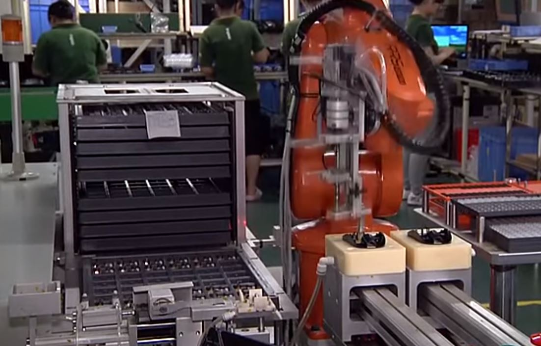 Сотрудничество робота и человека на производстве