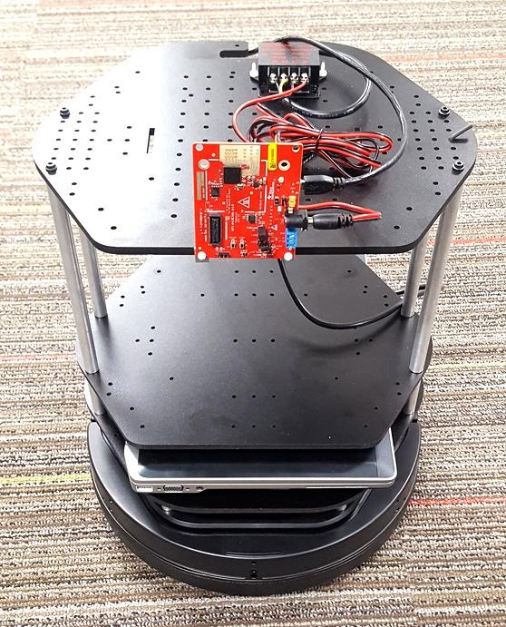 Робот на передвижной платформе с датчиком миллиметровых волн