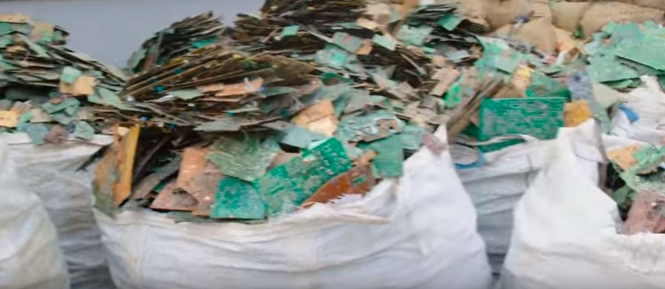 Что происходит с большей частью электронных отходов в мире?
