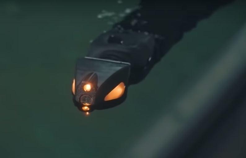 Подводный робот змея используется для исследования нефтяных платформ
