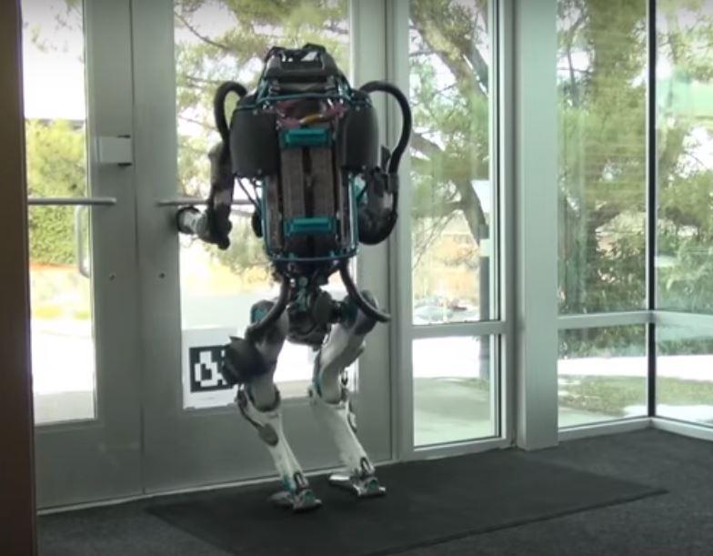 Роботы с искусственным интеллектом способны самостоятельно передвигаться подобно человеку