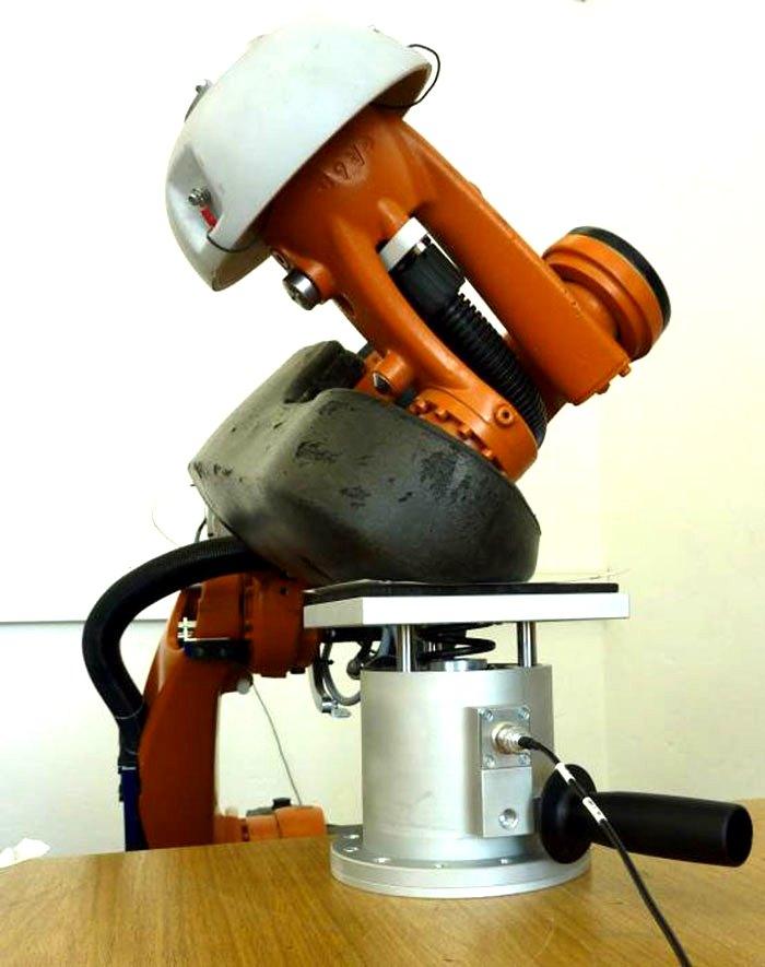 Прототип испытательного стенда усилия давления кобота