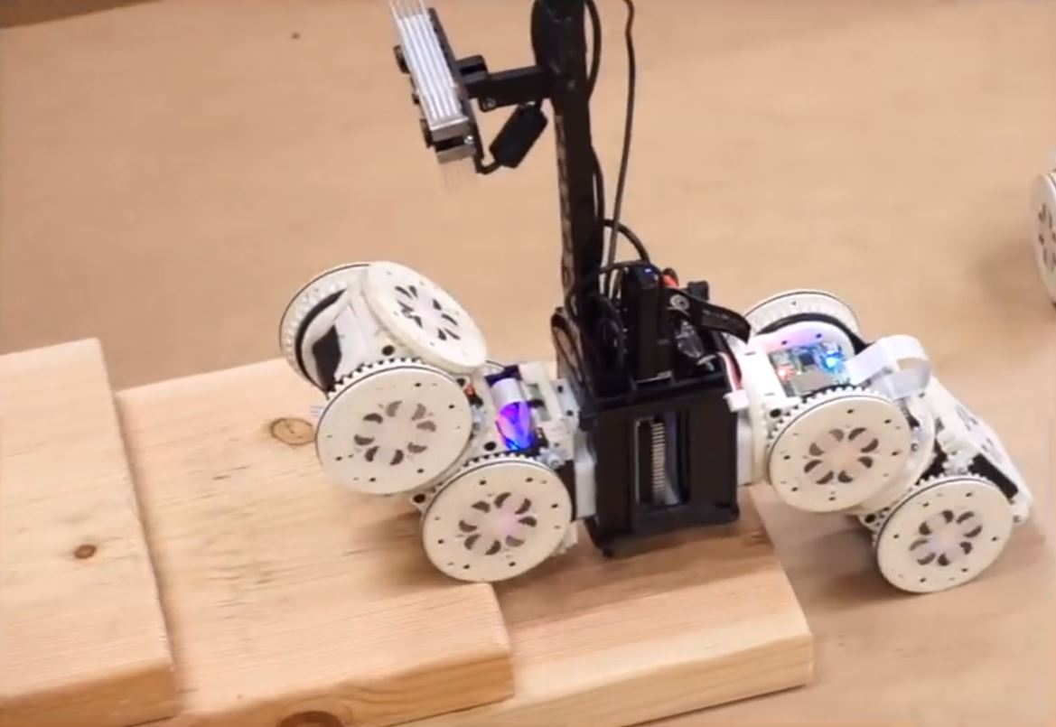 Специальный модульный робот способен изменять форму в случае изменения задачи