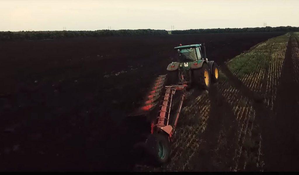 IoT не останавливается на животных. Многие фермеры используют устройства IoT для отслеживания условий окружающей среды в воздухе, воде и почве для управления такими ресурсами, как пестициды и методы полива.