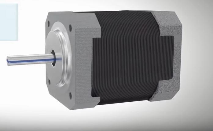 В чем разница между серводвигателем и шаговым электродвигателем?