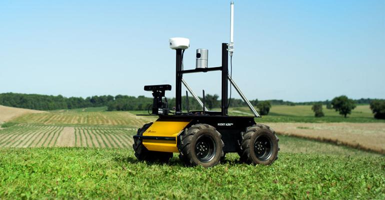 Способность мобильных роботов непрерывно перемещаться автономно может собирать множество точек данных с течением времени,  чтобы покрыть область, которая может быть слишком большой для беспроводных датчиков.  Кроме того, в некоторых приложениях можно использовать видео в реальном времени, где удаленный пилот может взять на себя управление машиной, чтобы осмотреть территорию, инвентарь или посмотреть, какие ресурсы находятся на месте, не выходя из офиса.