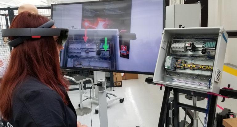 Исследовательские лаборатории Rittal используют дополненную реальность для повышение скорости и точности монтажа электрооборудования