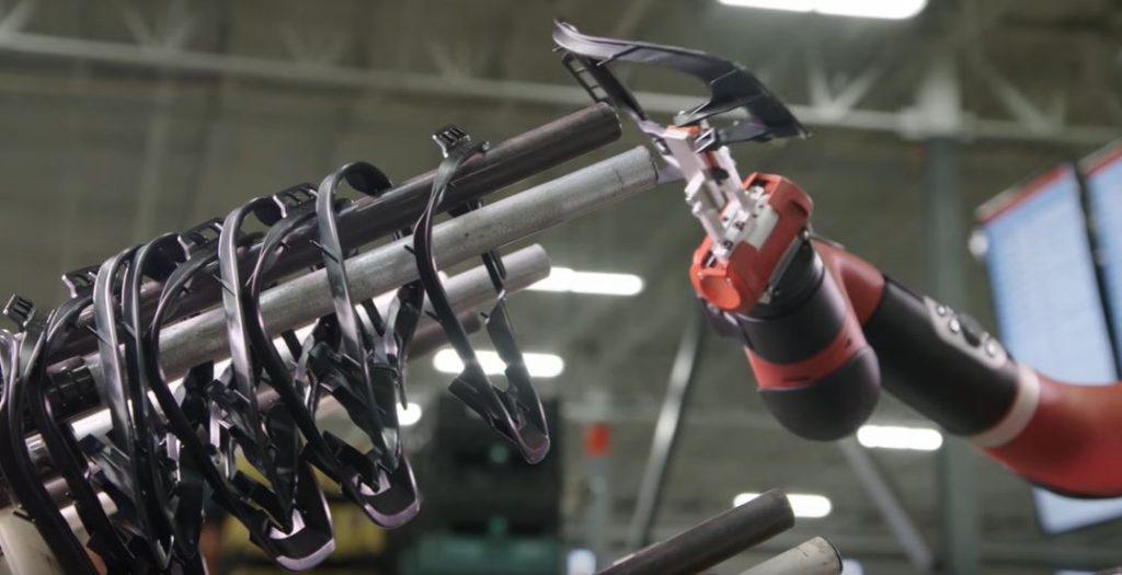 Rothink Robotics Sawyer захваты могут идентифицироваться коботом при установке, чтобы кобот знал, какой процесс он будет выполнять