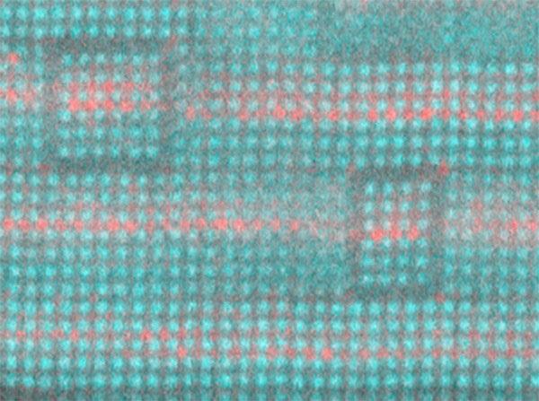 Слоистая структура из стронция (не окрашенного), бария (красного) и титана (чирок) является перестраиваемым диэлектриком, который может улучшить производительность высокочастотной электроники