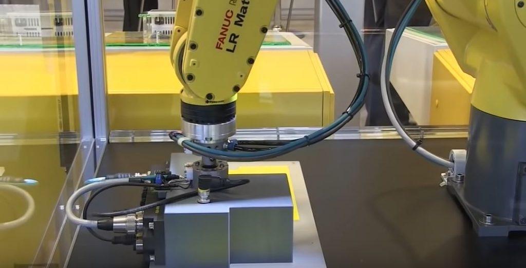 Неужели настройка промышленных роботов такая сложная задача?