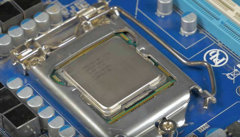Компания Intel заявил, что не намерен терпеть убытки несмотря на пандемию COVID-19