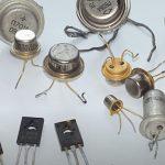 Как устроен PNP транзистор?