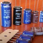 Снабберные конденсаторы и цепочки подавляют броски напряжения при переключении транзисторов