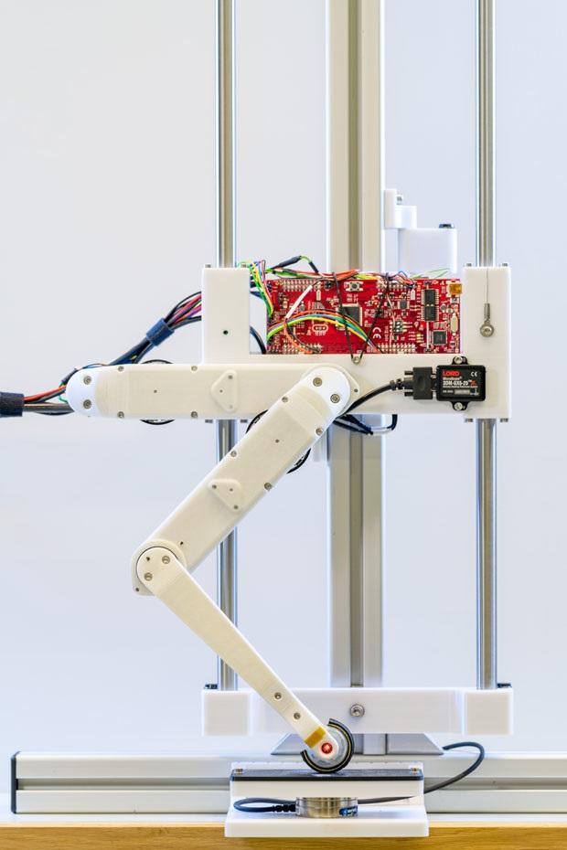 Робот Solo 8 способный прыгать и перемещаться мелкими шагами
