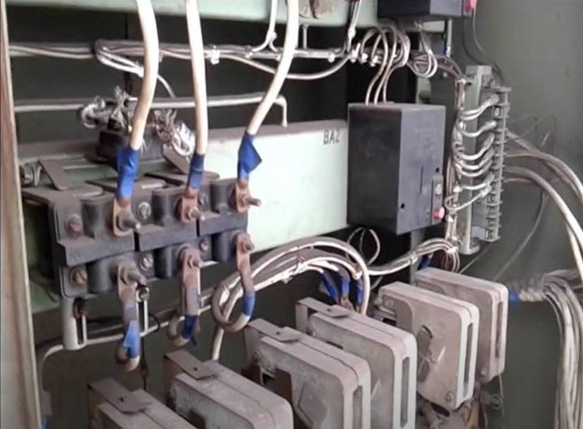 Контакторы с катушкой постоянного тока применяются для коммутации цепей переменного и постоянного напряжения