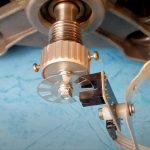 Фотоэлектрический тахометр применяется для измерения скорости вращения элементов