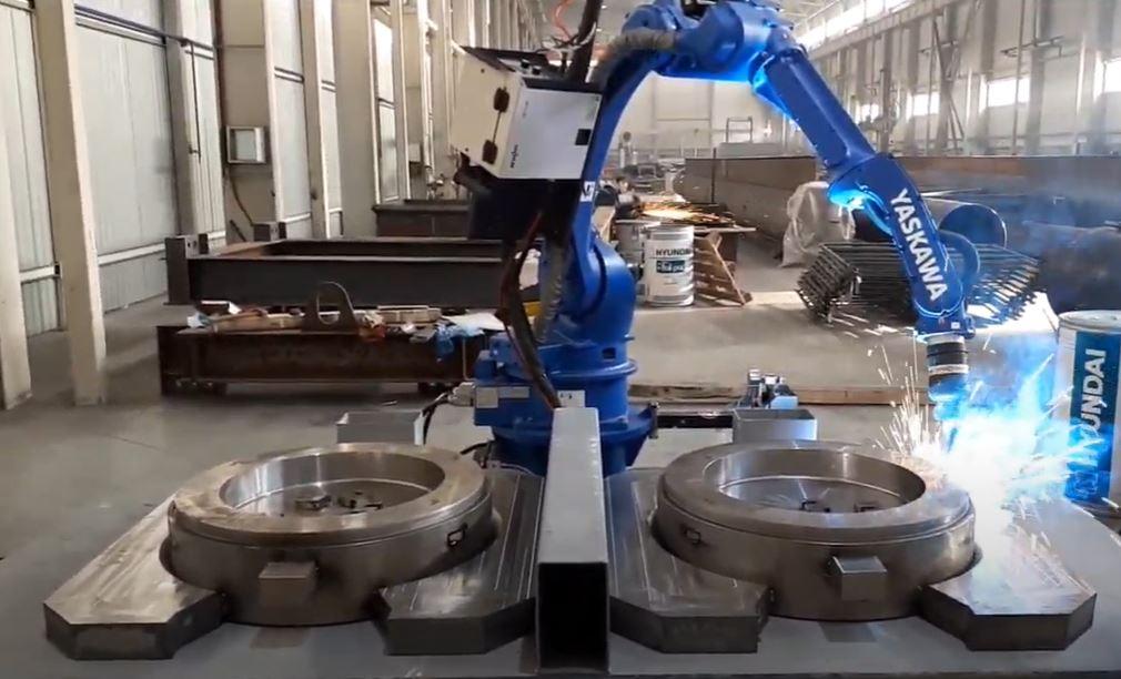 Роботы манипуляторы упрощают жизнь рабочим на промышленных предприятиях
