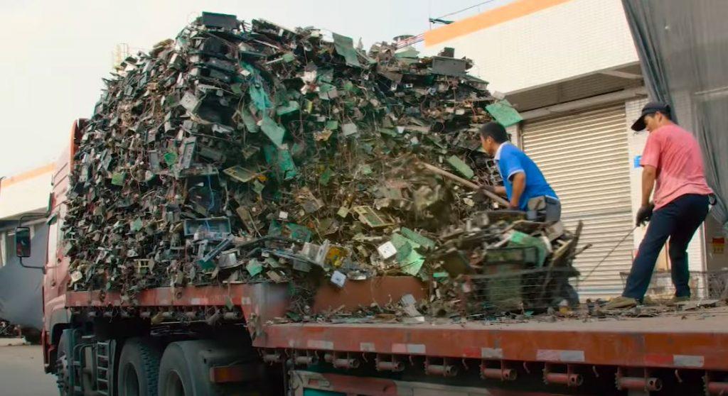 Электронные и электрические отходы стремительно заполняют всю планету