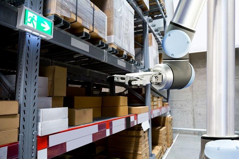 Роботизированная рука установлена для складского применения
